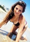 Sie mit Bikini und Wohnwagen sucht